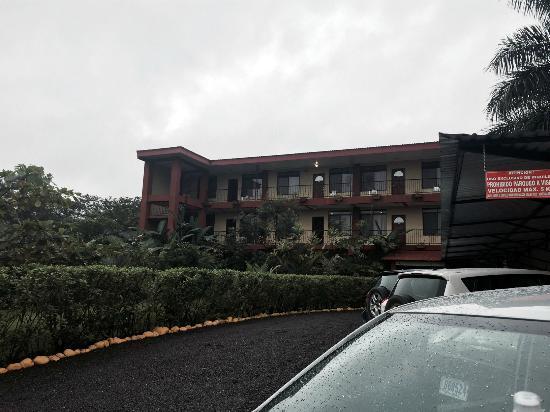 ApartHotel Tierra del Fuego: Front of hotel