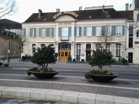 just in front of the hotel picture of best western grand monarque chartres tripadvisor. Black Bedroom Furniture Sets. Home Design Ideas