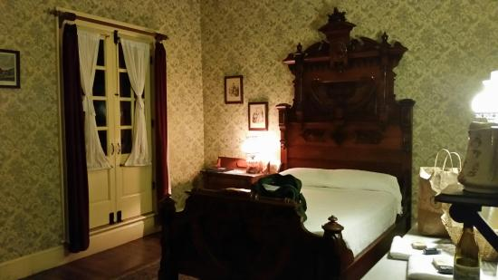 City Hotel: Front Bedroom