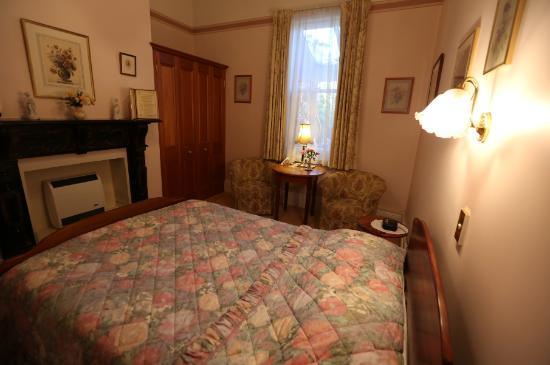 คิลมาร์นอคเฮาส์: Kilmarnock house