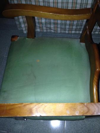 Hotel RL Aníbal : Silla de habitación. ¿Te sentarías aqui?
