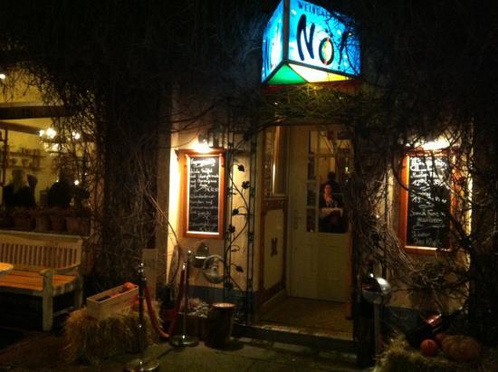 """Weingalerie und Cafe """"No!"""": Poussez la porte et laissez vous transporter"""