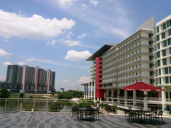 Ruemz Hotel : Pemandangan di siang hari