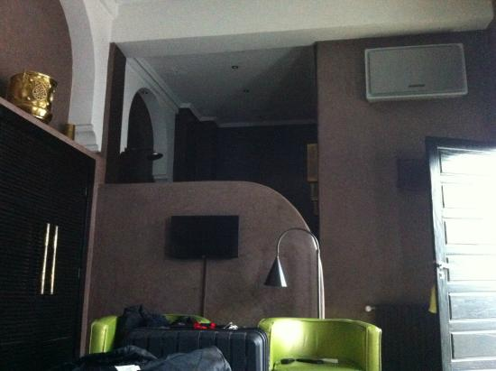 Riad Akka: vue du lit