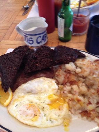 Otis Cafe: Best breakfast ever!