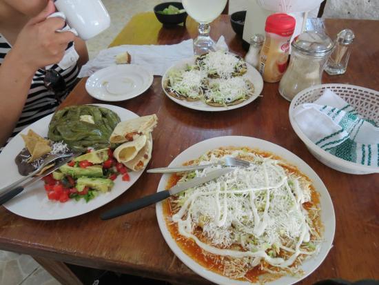 Tolantongo Caves: Platillo Otomi, Enchiladas Rojas y Sopes, Todo MUY RICO!!!