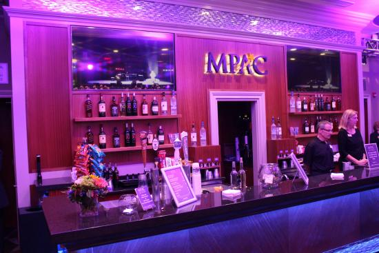 Mayo Performing Arts Center : Bar area