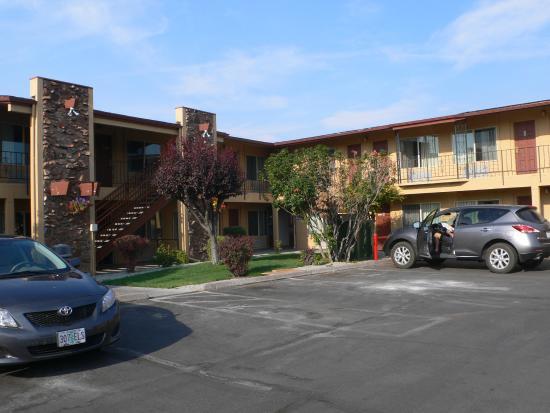 Cimarron Inn & Suites Klamath Falls: Blick auf Gebäude 2