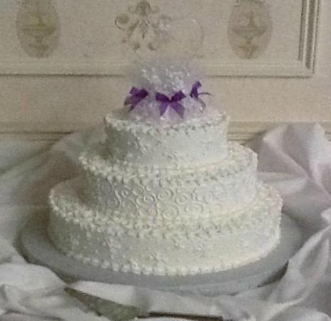 Buttercream snowflakes and a beautiful glass cake topper - Picture ...