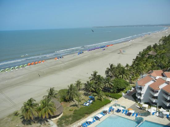Vista superior piscina praia foto de hotel las americas for Piscina torre del mar