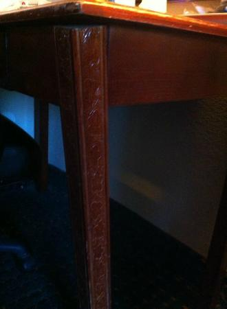 Lester, PA: Broken desk leg