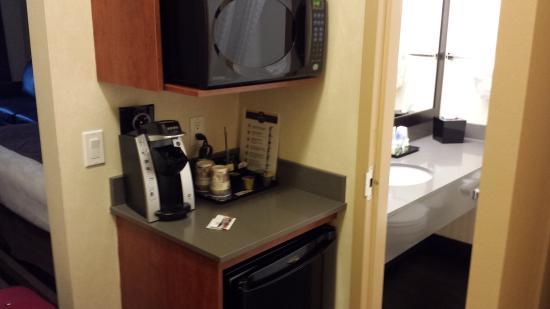 Best Western Plus Meridian Hotel: fridge,keurig,microwave