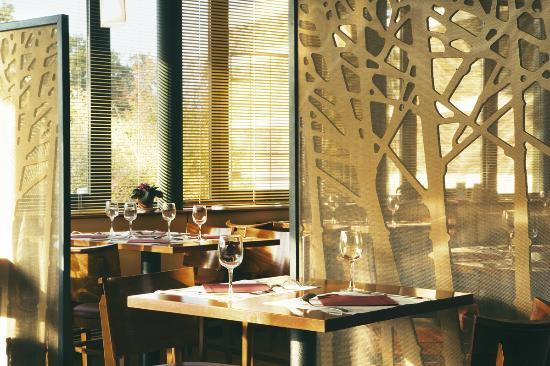 Logis Du Cavier : Restaurant Brasserie La Croix Cadeau