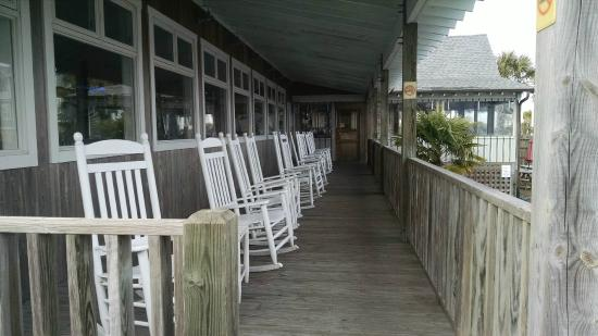 Sears Landing Grill & Boat : back porch
