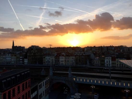 Lindner Hotel & City Lounge Antwerpen: Sunset view from our room