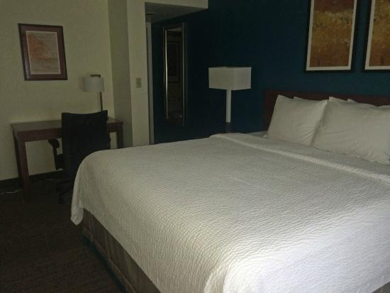 Residence Inn Sacramento Cal Expo: Renovated downstairs bedroom in Penthouse
