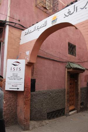 Riad Isis: Entrance from main road