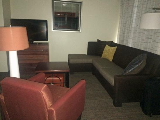 Residence Inn Sacramento Cal Expo: Renovated Livingroom