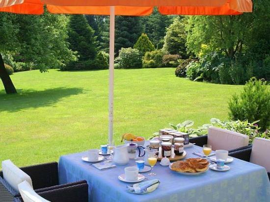 La Perouse du Mitan: Petit déjeuner au jardin de la Pérouse du Mitan
