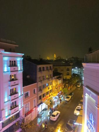 Hotel Zurich Istanbul: If possible, it is highly recommended to try for a high-level corner room