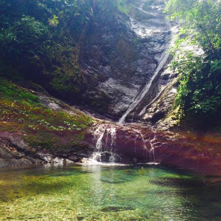Los Campesinos Ecolodge: Casade et piscine naturelle.