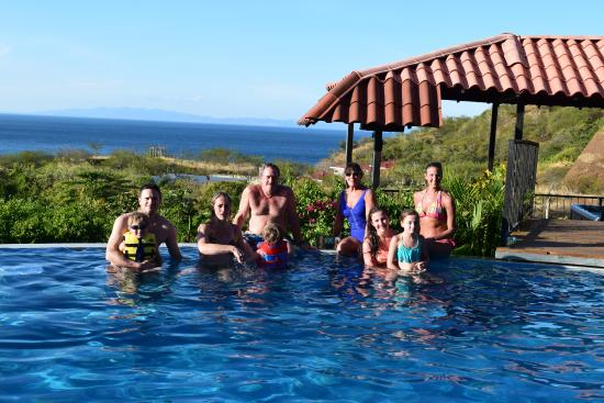 Barefoot Vacation Villas: All family in the pool ;o)