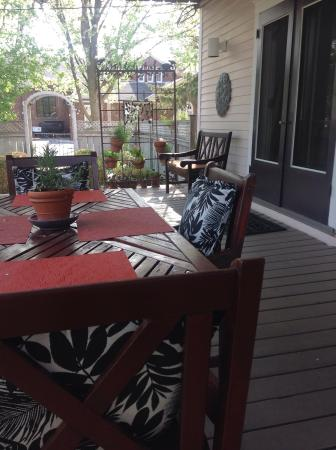 The Guesthouse: Back deck