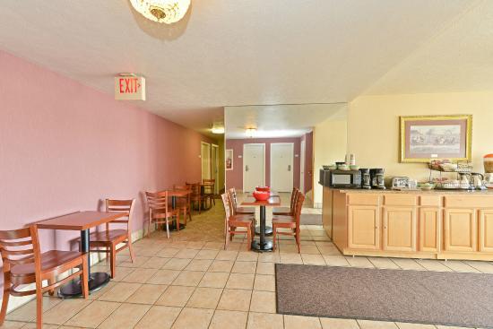 Americas Best Value Inn Ashtabula/Austinburg: Breakfast Area