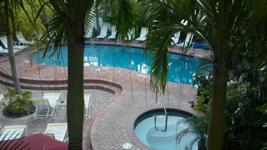 The Worthington Guest House: Pool from de room