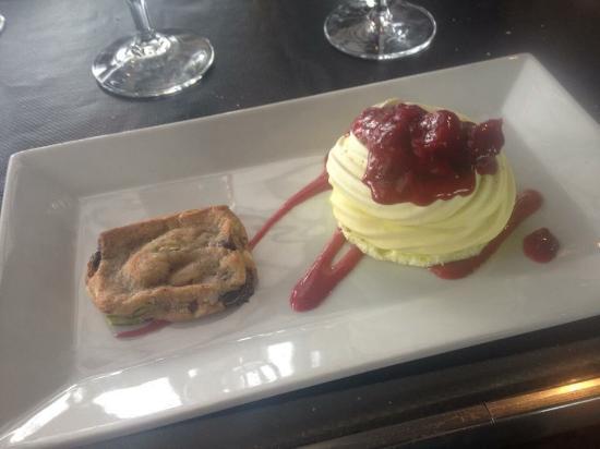 L'Arrivage Restaurant: Fresh cookie and Italian dessert