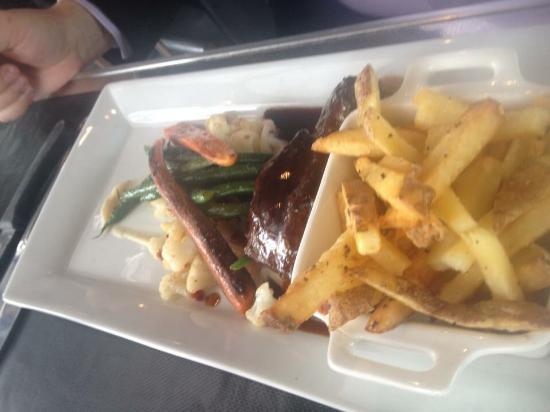 L'Arrivage Restaurant: Pork yummmmmmm