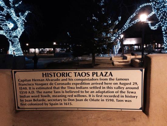Taos Plaza : beautiful setting