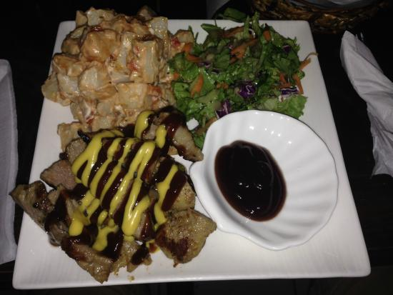 Wingz -N- Tingz: Pulled pork and potatoe salad