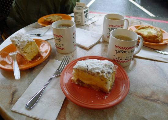 Basque Boulangerie Cafe: Sweet offerings go well with coffee!