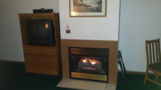 Table Rock Resorts at Indian Point : Awesome fireplace