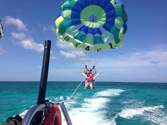 Fun 4 Every 1 Watersports Aruba: rumo ao céu