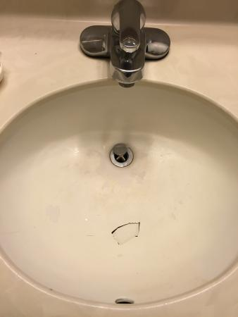 Howard Johnson Lakeland: Sink with a hole in it