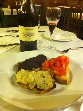 L'Insalata Ricca : Starter plate arrived with the Lambrusco . Fresh and tasty