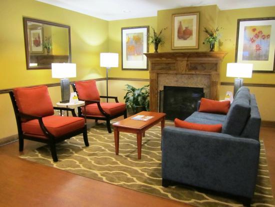 Comfort Inn & Suites Cordele: Lobby Seating