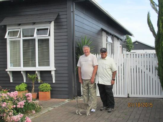 Wellesbourne Homestay B&B: Owner Neil Day (on the left)