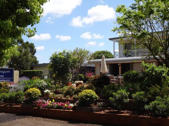 Beautiful spring gardens at Applegum Inn