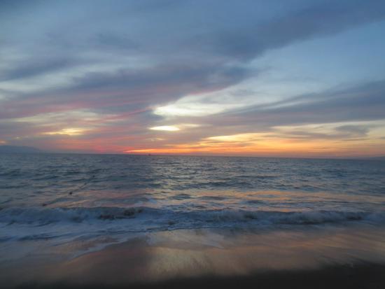 Playa de Nuevo Vallarta: sunset on the beach, beautiful