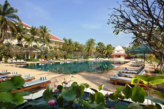 Raffles Grand Hotel d'Angkor: Swimming Pool