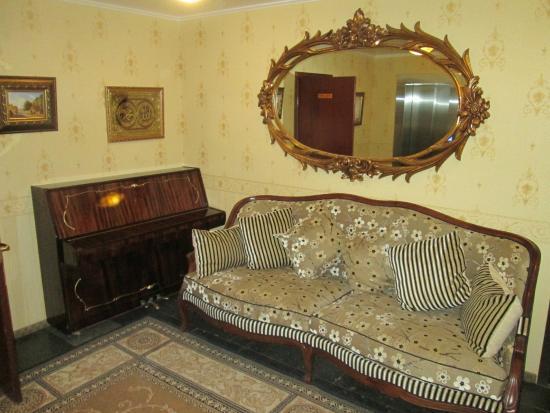 Arbat House Hotel: Hall d'ascenseur de notre étage.