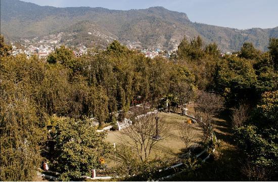 Park Village Hotel & Resort: Half moon garden view.