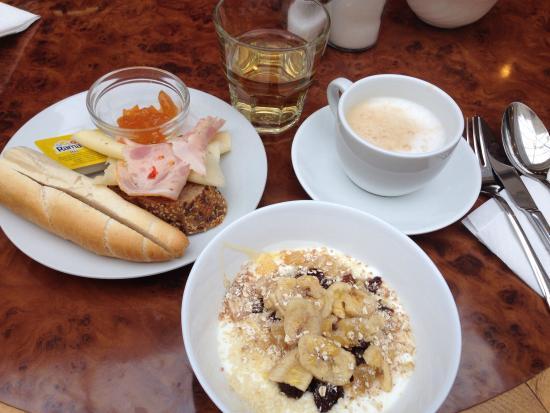 Hotel breakfast every morning bild fr n cafe galerie for Hotel galerie royale prague tripadvisor