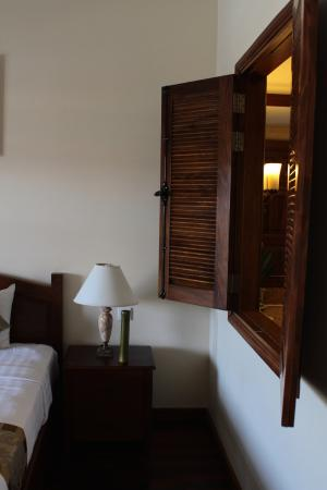 Novela Muine Resort & Spa : Room with wooden shades, a window from bathroom