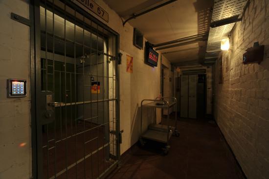 Secret prison picture of exitr live adventures berlin for Secret escape games