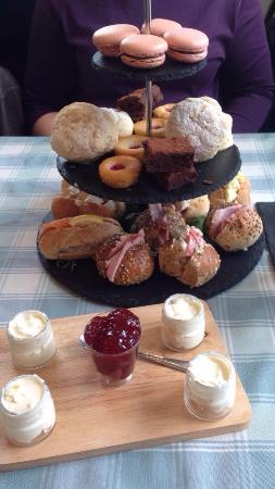 Village Green: Platter for afternoon tea ��