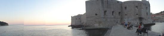 St. John's Fortress no pôr do sol